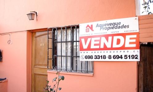 Casa de Dos Pisos con Tres Dormitorios y Estacionamientos en Conchalí Casa - Habitacional en Venta Conchalí