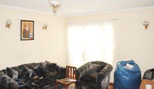 Amplia y Sólida Casa en Venta Dos Pisos con Patio en Recoleta