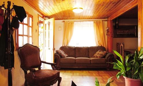 Servicio de Corretaje de Propiedades Recoleta Amplia Casa Familiar de Dos Pisos / 6 Dormitorios en Recoleta en Recoleta Casa Familiar en Venta Recoleta