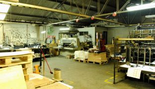 Amplia Propiedad Comercial con Oficinas y Galpón – Av Recoleta