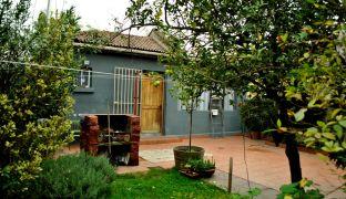 Amplia Casa Familiar con Patio en Clásico Barrio de Independencia
