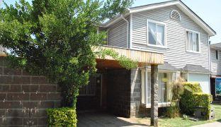 Impecable y Amplia Casa en Venta 4D en Condominio Piedra Roja