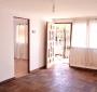 Amplia Casa 2 Dormitorios, Antejardín y Patio Trasero:
