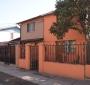 Casa de Dos Pisos con Tres Dormitorios y Estacionamientos: