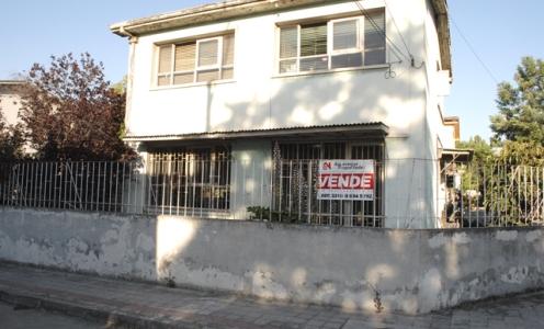 Sólida Propiedad en Clásico Barrio de Independencia en Independencia Casa en Barrio en Venta Independencia