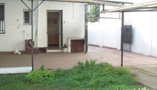 Amplia Casa en Venta de Tres Dormitorios Barrio Einstein