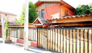 Amplia Casa Familiar de Dos Pisos / 6 Dormitorios en Recoleta