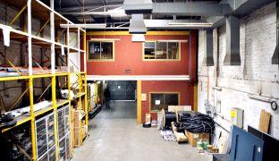 Propiedad Comercial Industrial con Galpón, Bodegas y Oficinas