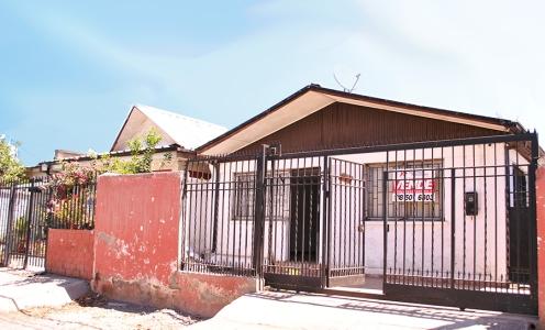 Amplia Casa 2 Dormitorios, Antejardín y Patio Trasero en Conchalí  en Venta Conchalí