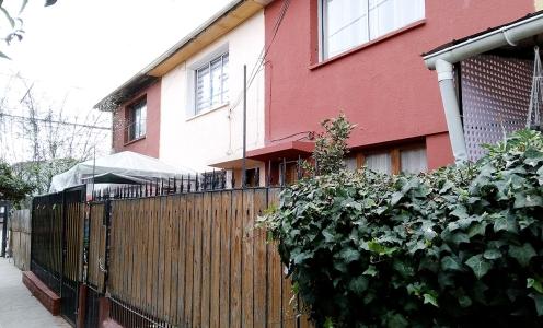 Casas en Oferta - Comuna de Recoleta Acogedora Casa 3 Dormitorios – Cercana a Estación Metro Einstein en Recoleta Casa en Venta - Recoleta en Venta Recoleta